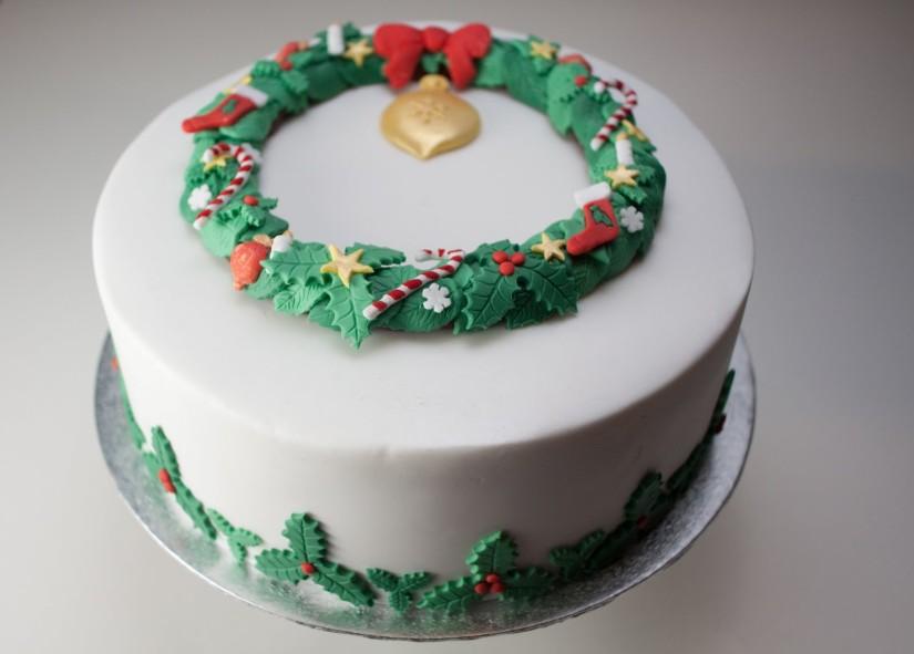 torta natale con agrifoglio