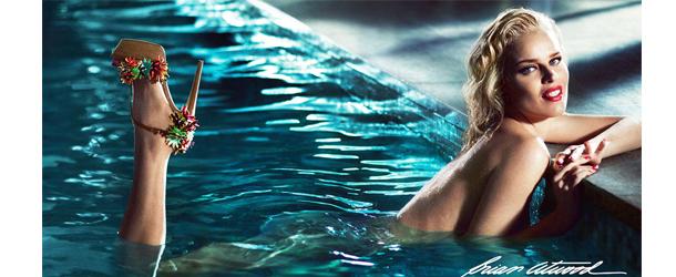 Eva-Herzigova in piscina per Brian-Atwood