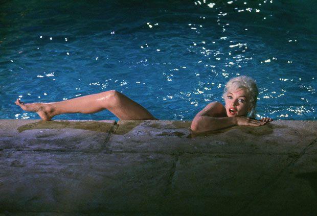 marylin monroe in piscina