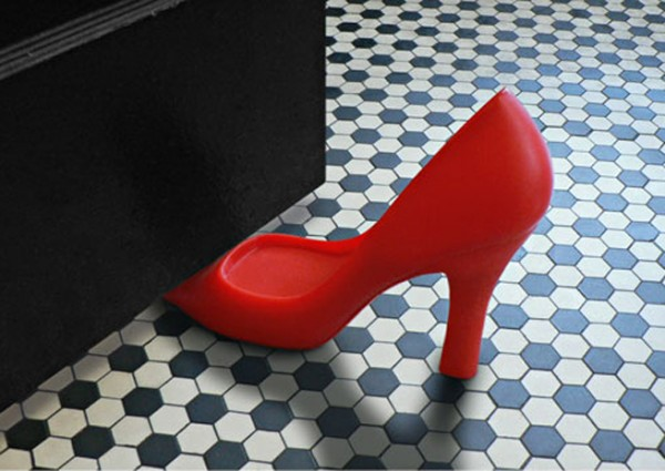 scarpa rossa salva porta