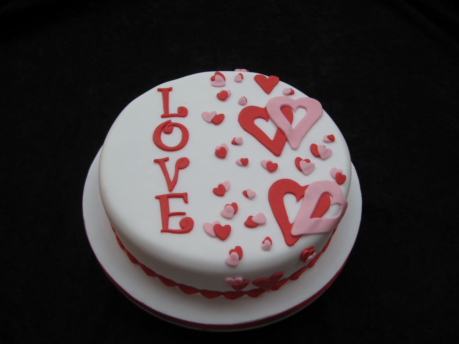 pretty valentine's day cake design | dmards