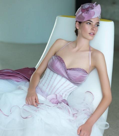 abito da sposa biaco e lilla