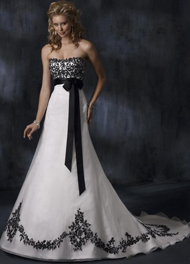 abito da sposa bianco con ricami in nero