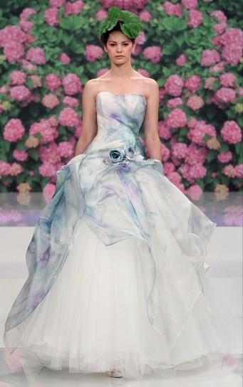 abito da sposa colorato con rosa