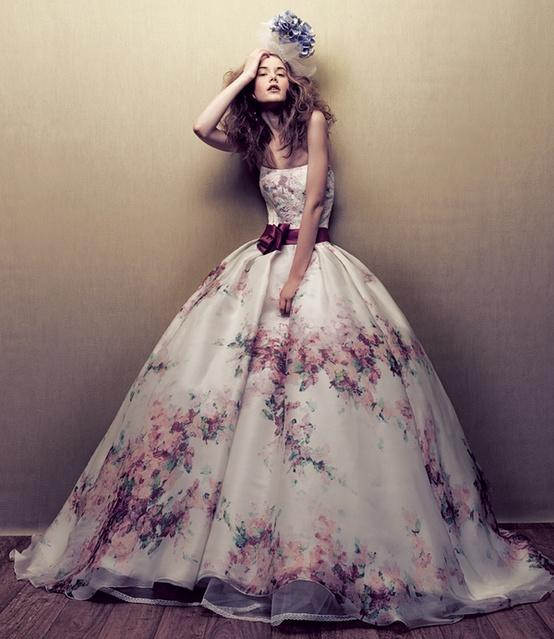 abito da sposa con fiori