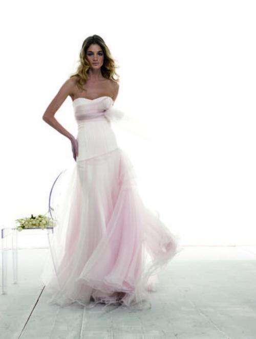 abito da sposa rosa in organza