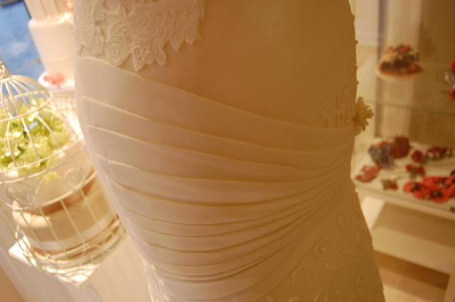 wedding dress cake 4