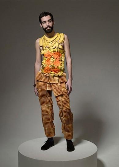 abito uomo di banane e waffel