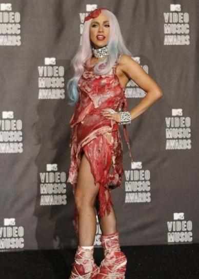lady gaga con abito di carne