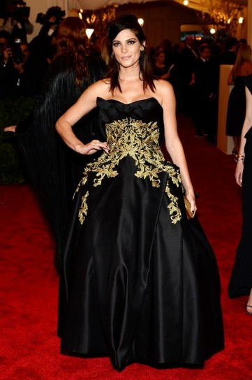 ashley-greene-in-marchesa met gala 2013