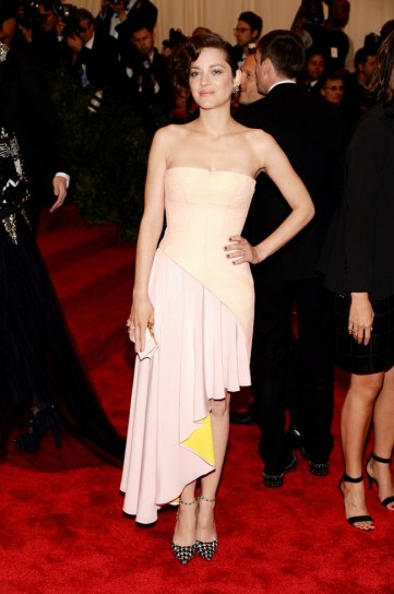 marion-cotillard-in-christian-dior-couture met gala 2013