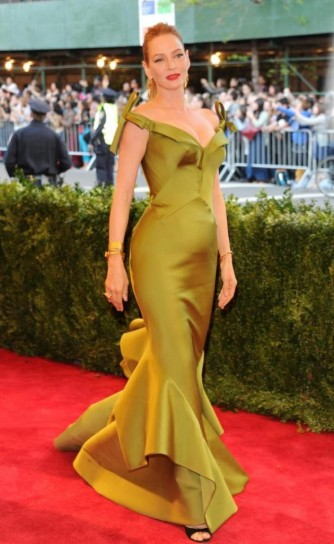 uma-thurman-in-zac-posen met gala 2013