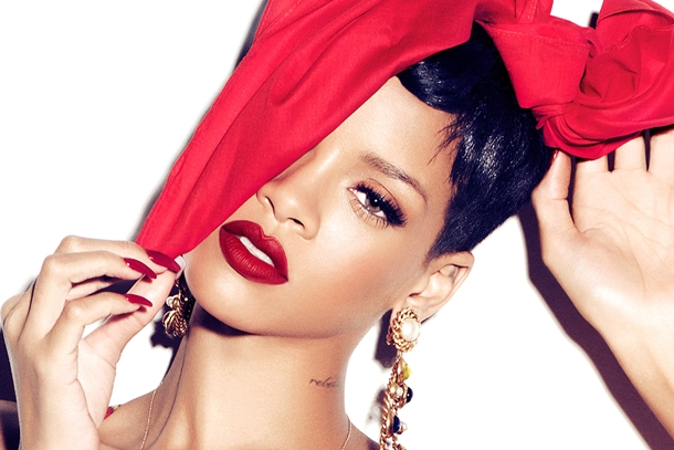 RIHANNA E MAC COSMETIC