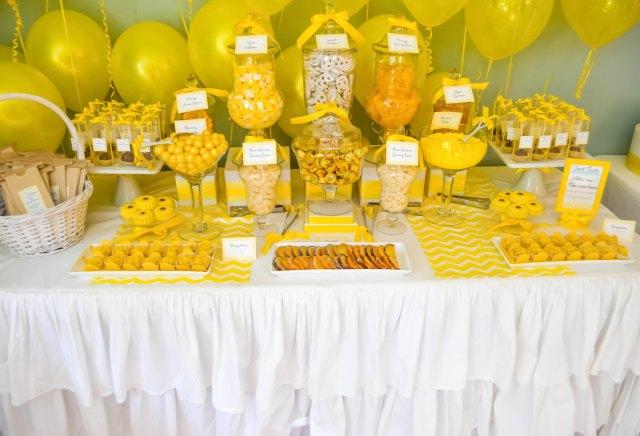 wedding buffet in giallo