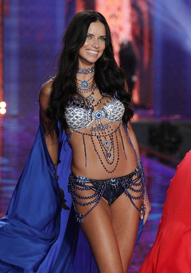 7c762ce0-7ae0-11e4-972a-679537c38224_Adriana-Lima-fantasy-bra-Victoria-s-Secret-Fashion-Show-2014
