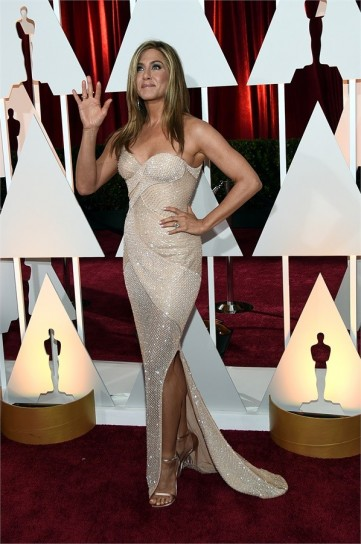 jennifer aniston in atelier versace