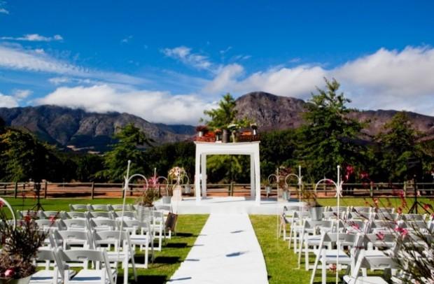 altare matrimonio in giardino