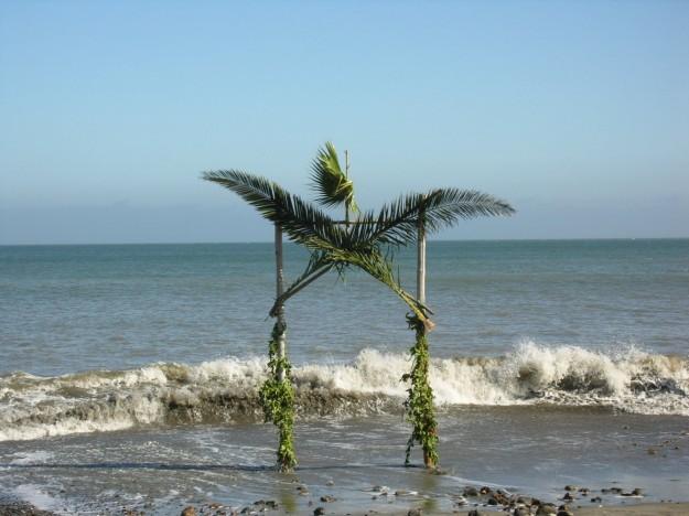 altare matrimonio in riva al mare