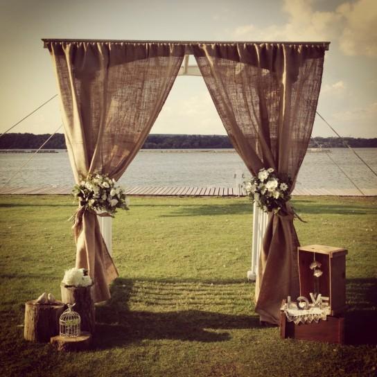 altare matrimonio sul lago