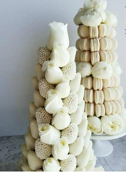 torre di fragole al cioccolato bianco