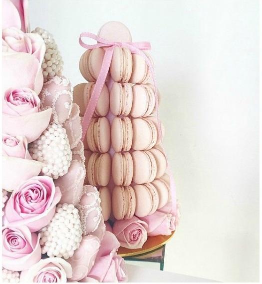 torre di fragole con macarons