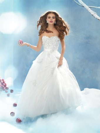 abito-da-sposa-ispirato-a-biancaneve- disney-collection-alfredo-angelo