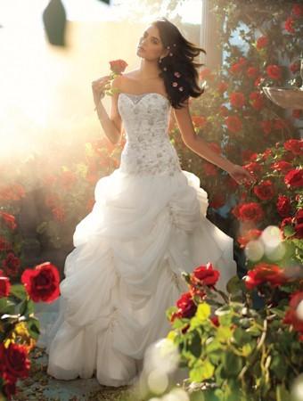 belle-sposa-scollatura-alfredo-angelo