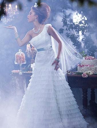 tiana-chic-wedding-dress-alfredo-angelo